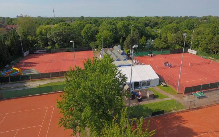 Luchtfoto van gezellige Tennisvereniging Poseidon in Lelystad